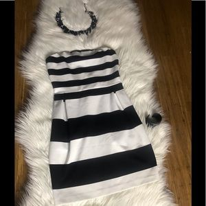 Used. 🗣🗣🗣👉🏽Express Dress Black and White